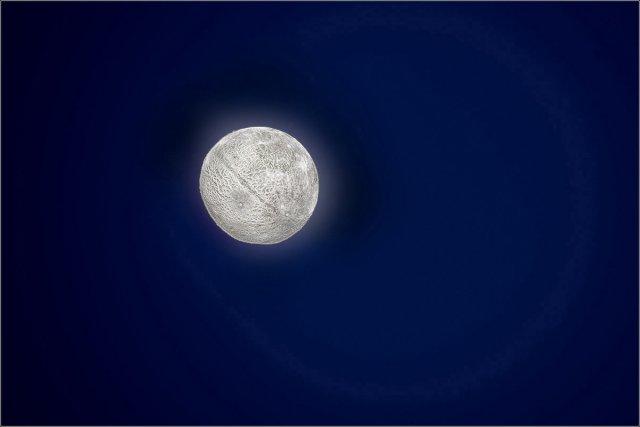 Neu(er) Mond von Manfred Fessel