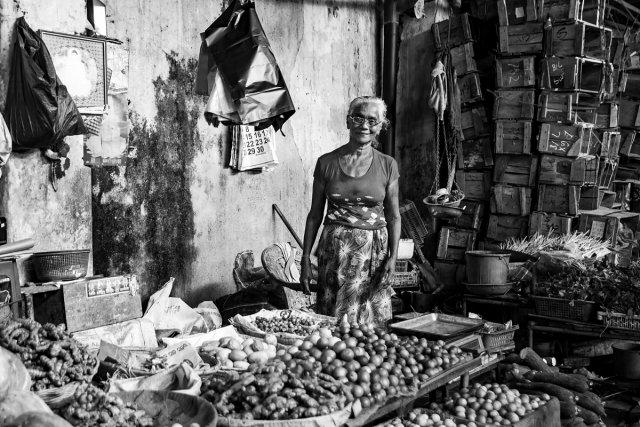 Gemüseverkäuferin in Negombo (Sri Lanka) von klausksc