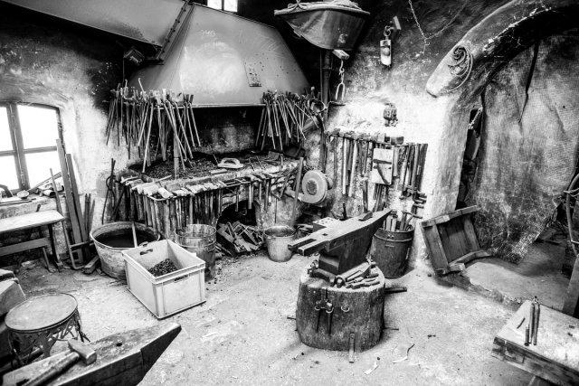 old blacksmith von robinio