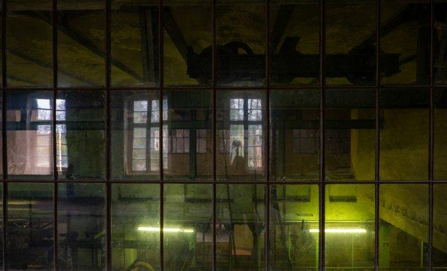 behind the window von Der Purist