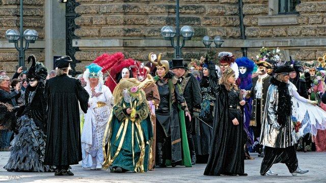 Maskenzauber vor dem Rathaus von HarryRS