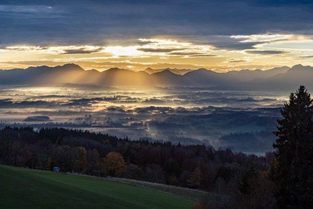 Sonnenaufgang am Hohenpeißenberg von uschi1956