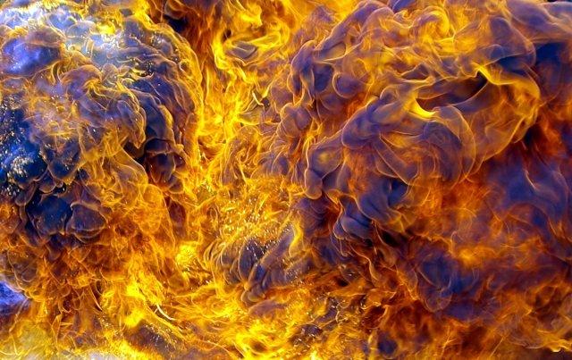 fuel to the flames von .luke.