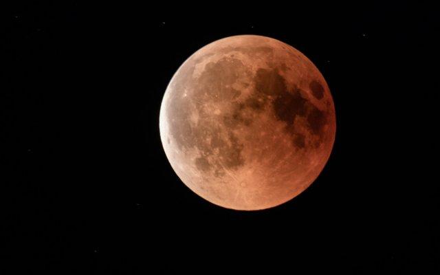 Lunar Eclipse Long Exposure von hendrikhalkow