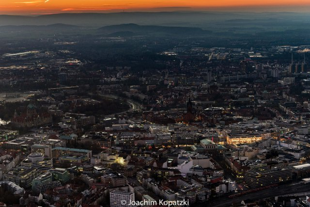 Flug über Hannover-City-Winterabend von Joachim Kopatzki