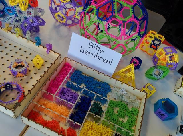 Maker Faire Bodensee: Von der Rohrpost bis zur schwebenden Weltkugel