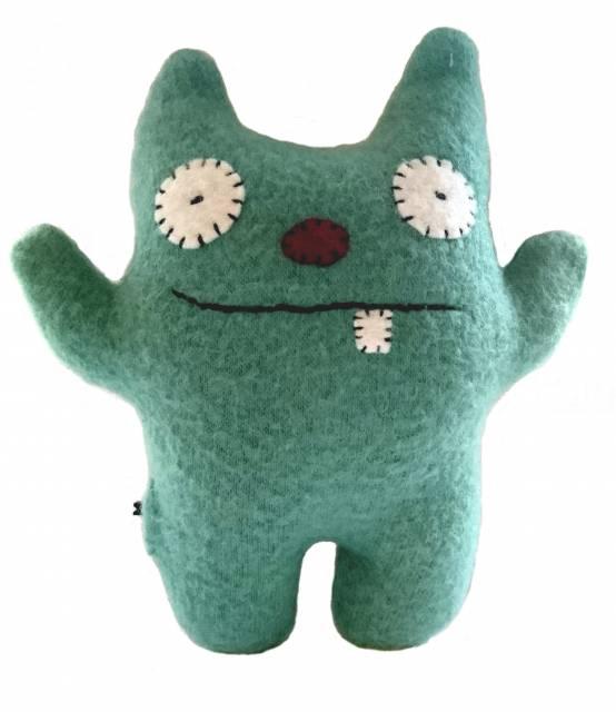 Ein grünes Monster aus Plüsch
