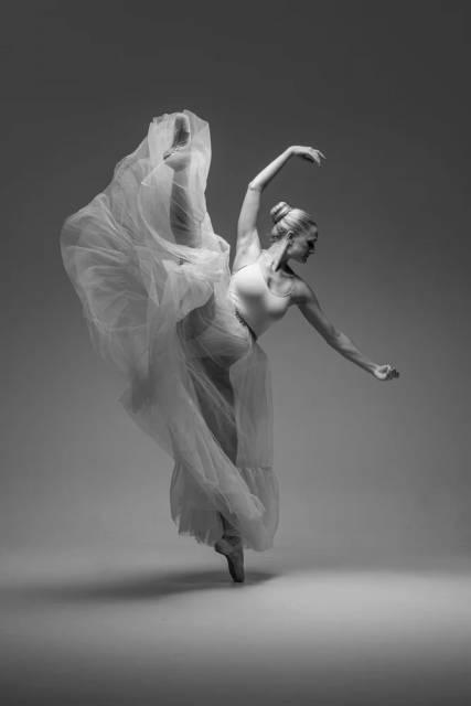 Ballerina in Schwarzweiß