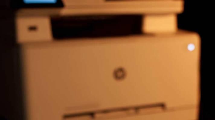 c't-Labs: HP-Multifunktionlaserdrucker zieht Vorlagen schräg ein