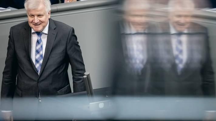 Innenminister Seehofer wünscht sich digitale Wanzen im Wohnzimmer
