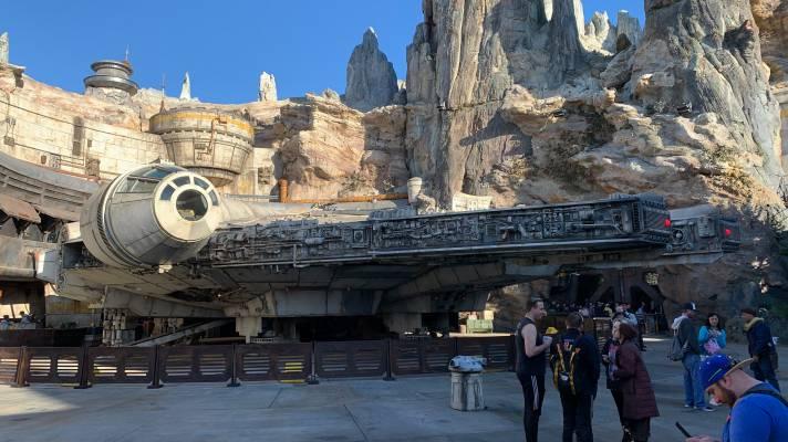 """Ein Besuch im Star-Wars-Themenbereich ?Galaxy's Edge"""" in Disneyland"""