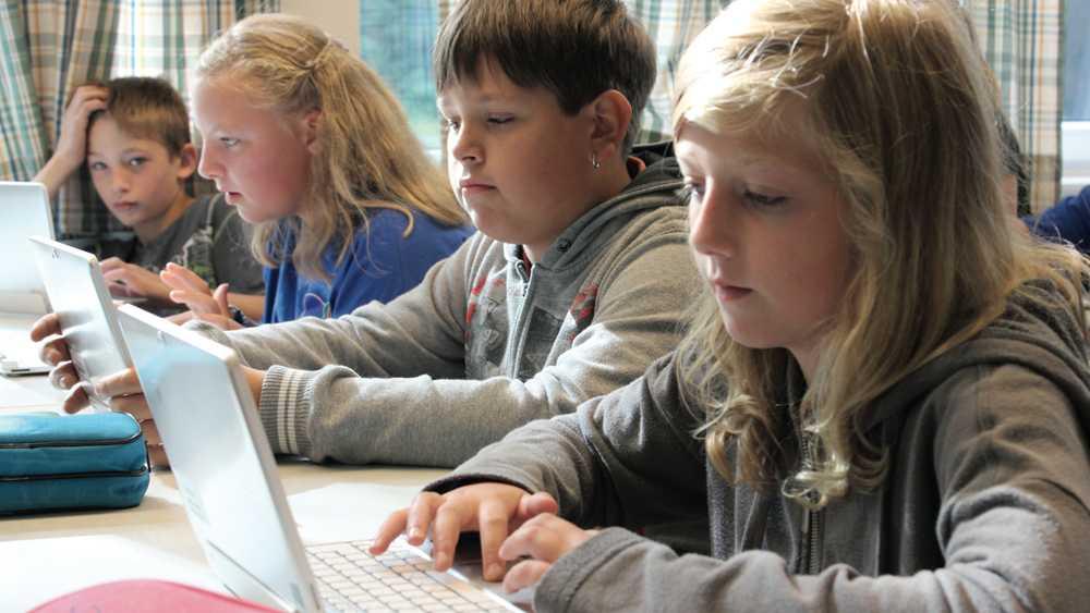 D21-Studie: Tablets und Laptops für alle Schüler