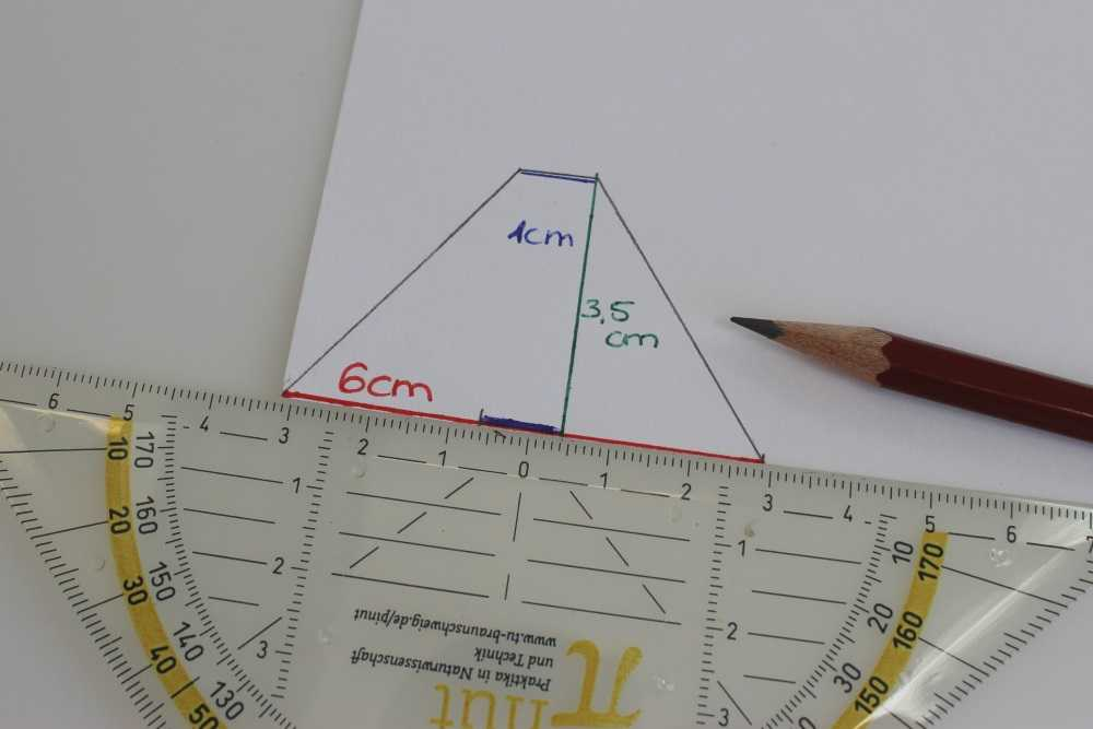 Die Maße des Trapez: 3,5 Zentimeter hoch; unten 6 Zentimeter breit und oben 1 Zentimeter.
