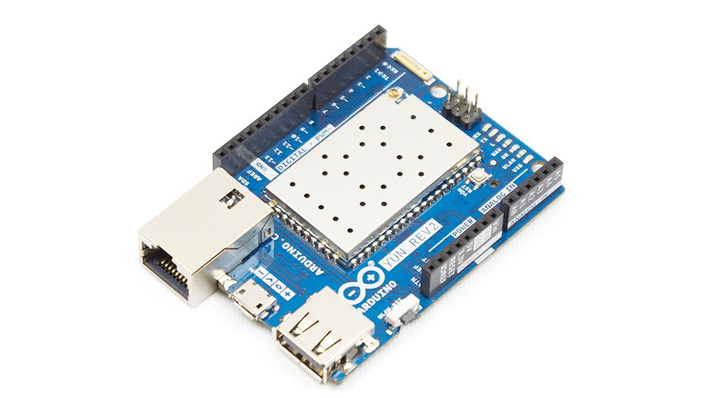 Arduino Yùn Rev.2: Ein blaues Board mit Ethernet-Anschluss und einem Metallabdeckung