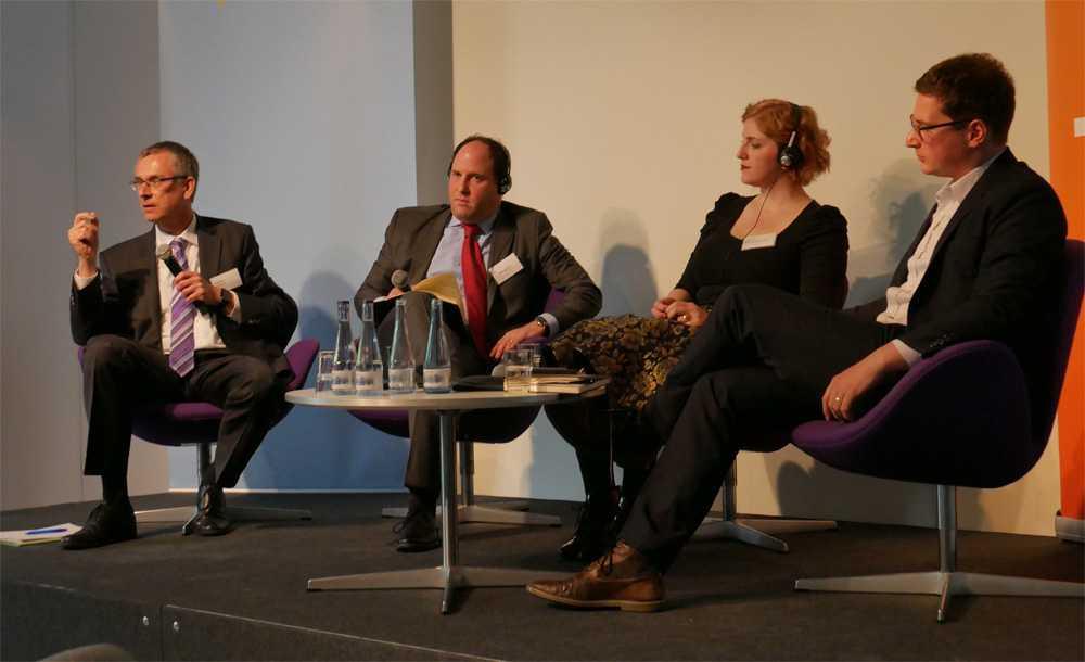 Andreas Könen, Ari Schwartz (Venable), Lucie Krahulcova und Sven Herpig (Diskussionsleiter, vom Transatlantic Cyber Forum; v.l.n.r.)
