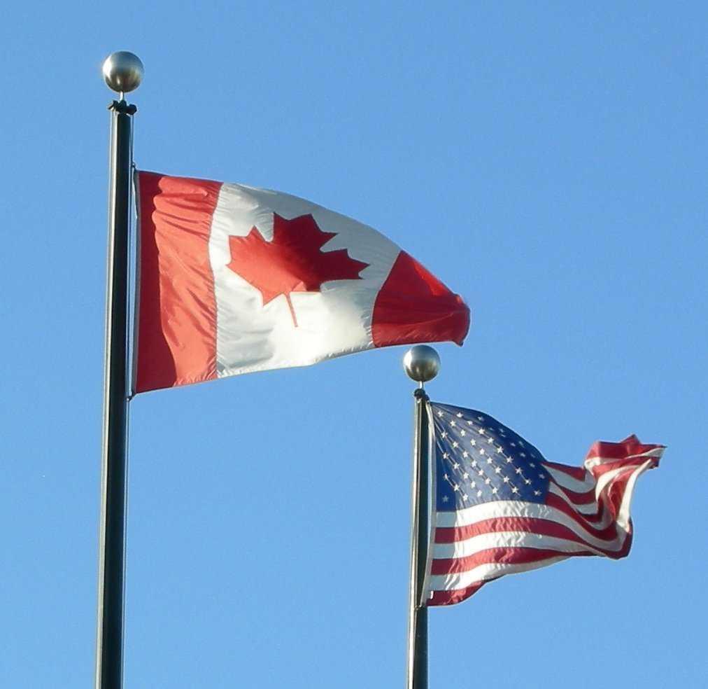 Flaggen von Kanada und den USA