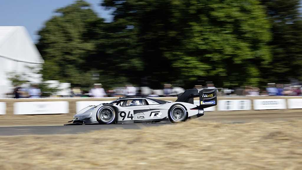 Elektrorennwagen VW I.D. R Pikes Peak bricht Rekord in Goodwood