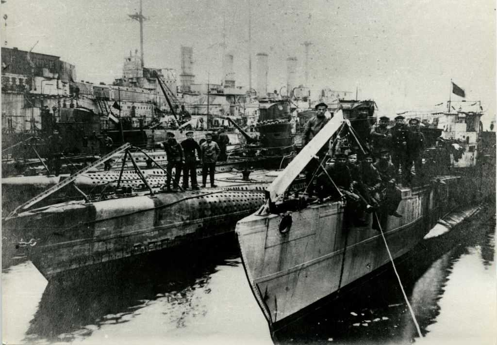 Revolutionäre Matrosen im U-Boot-Hafen, Kiel, 5. November 1918
