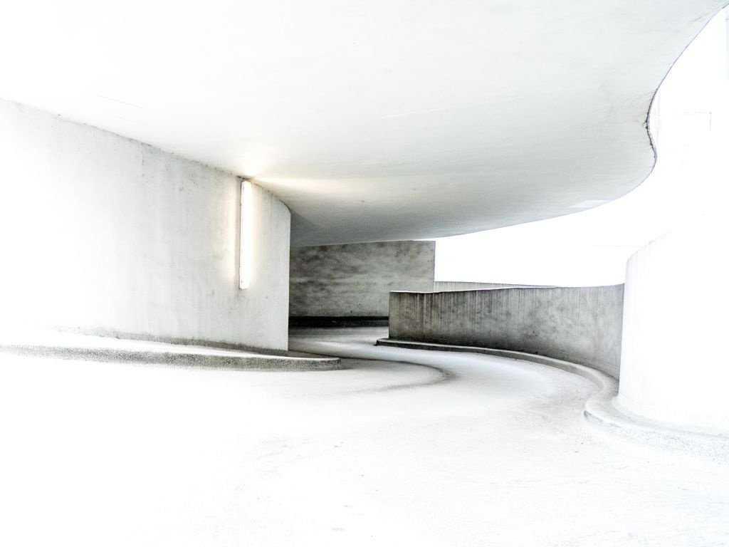 Im Parkhaus - Aufmacherbild der Bilder Woche KW 10 bei c't Fotografie