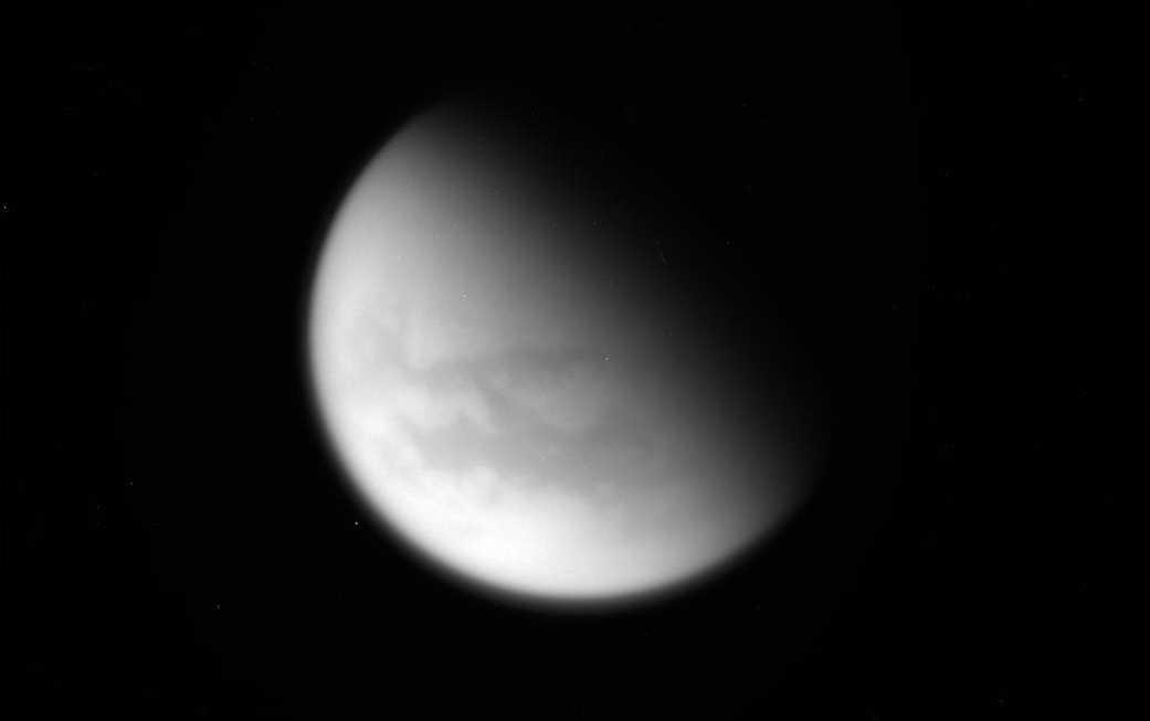 Unbearbeitetes Bild vom letzten Vorbeiflug an Titan