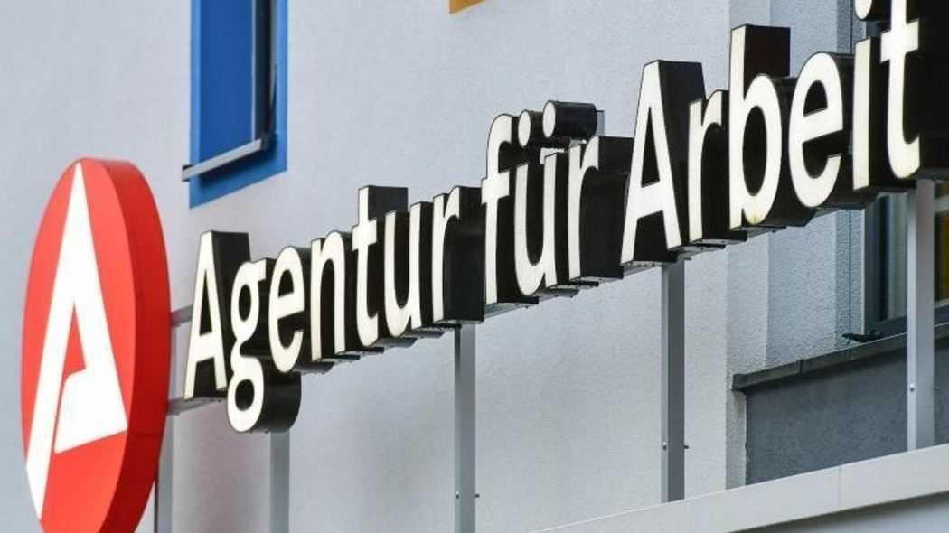 Qualifizierungsgesetz: Bundestag stärkt digitale Weiterbildung und ALG-Anspruch