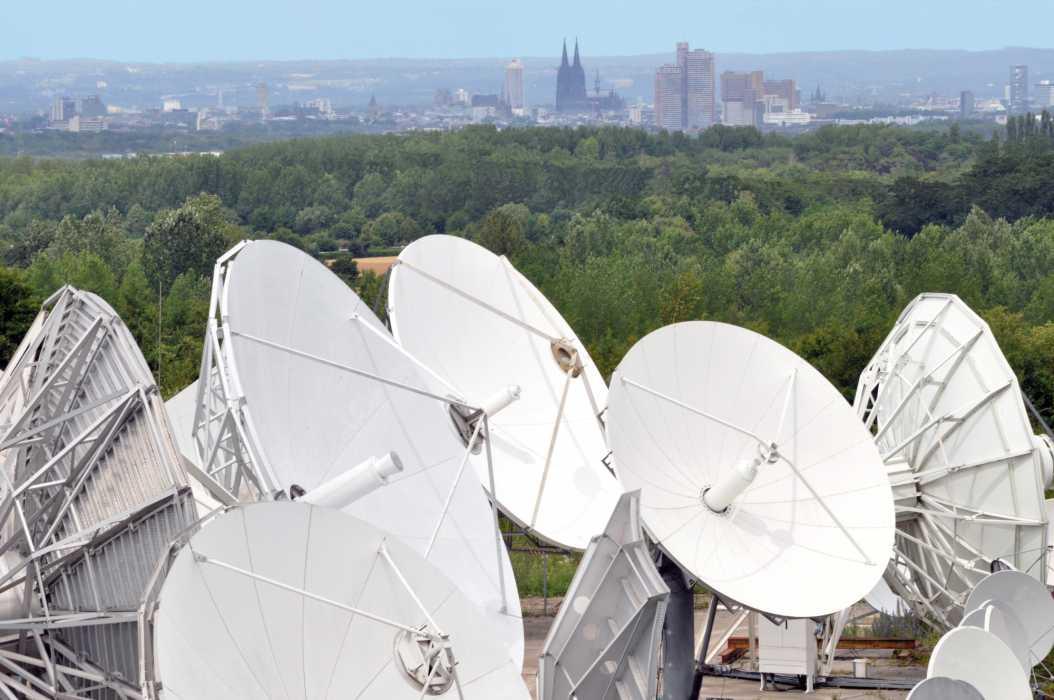 Stellars Antennen in Sichtweite des Kölner Doms