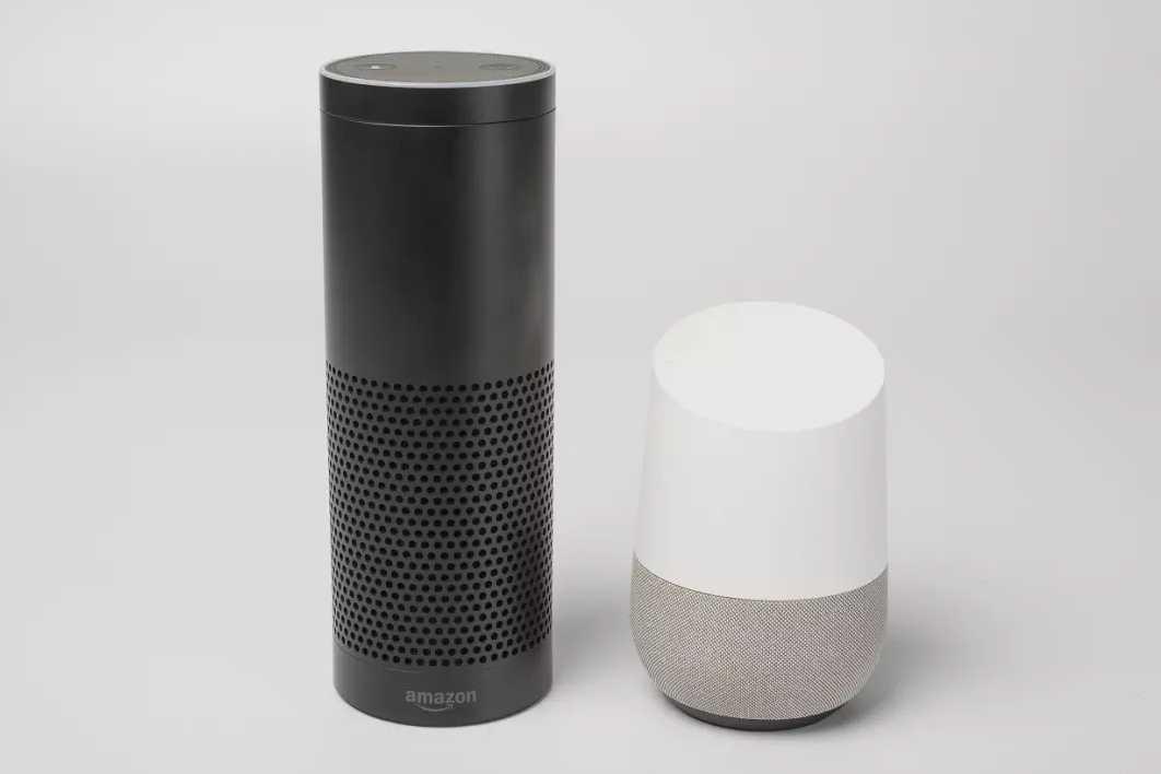 """Amazon Alexa und Google Home hören mehr als sie sollen. Der Sprachassistent von Google etwa aktiviert sich auch bei einem """"OK Kuchen""""."""