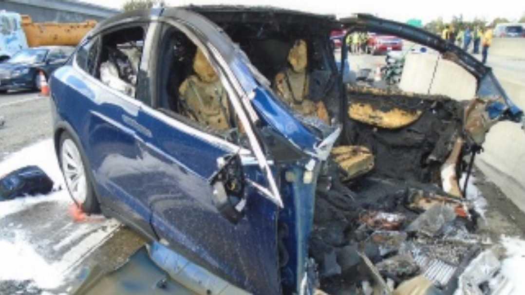"""Tödlicher Unfall mit Tesla Model X: """"Autopilot"""" hat vor Crash beschleunigt"""