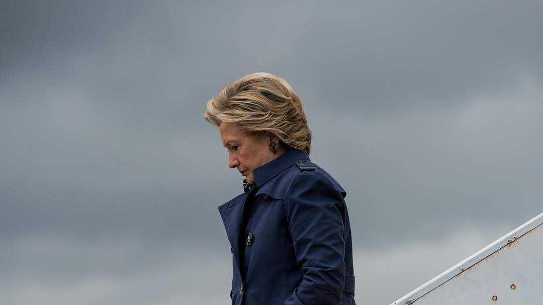 Hillary Clinton schaut streng