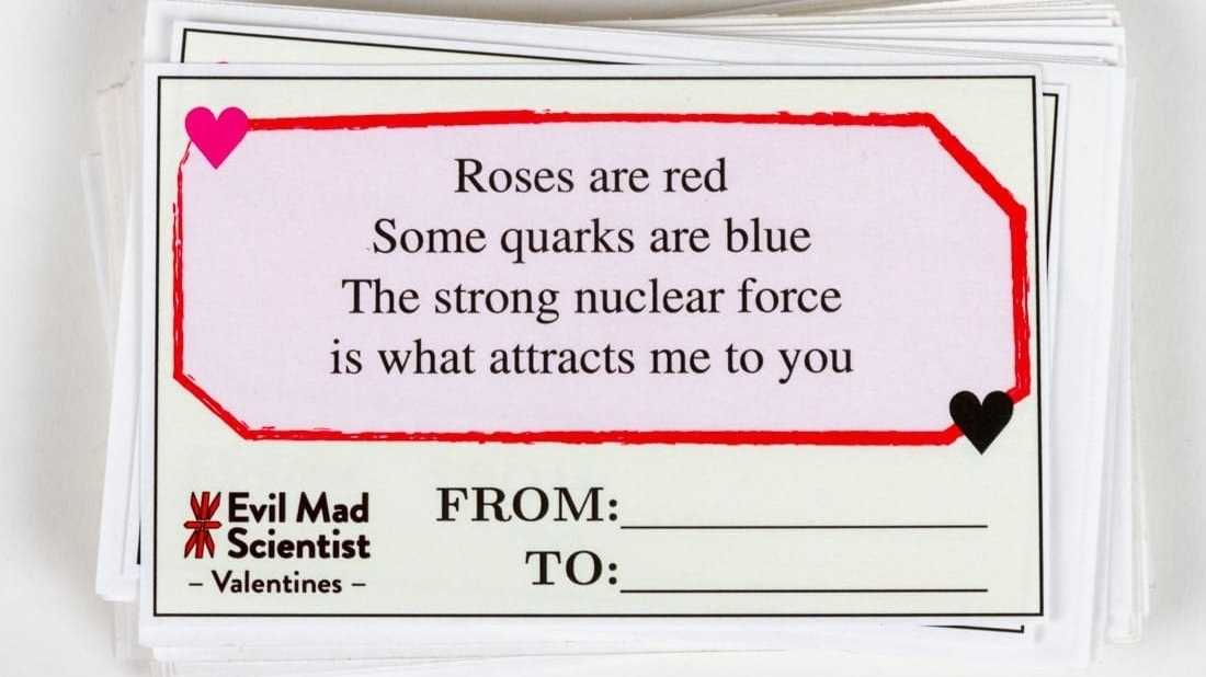 Valentinskarte mit Aufschrift: Roses are red, Some quarks are blue, The strong nuclear force, is what attracts me to you.