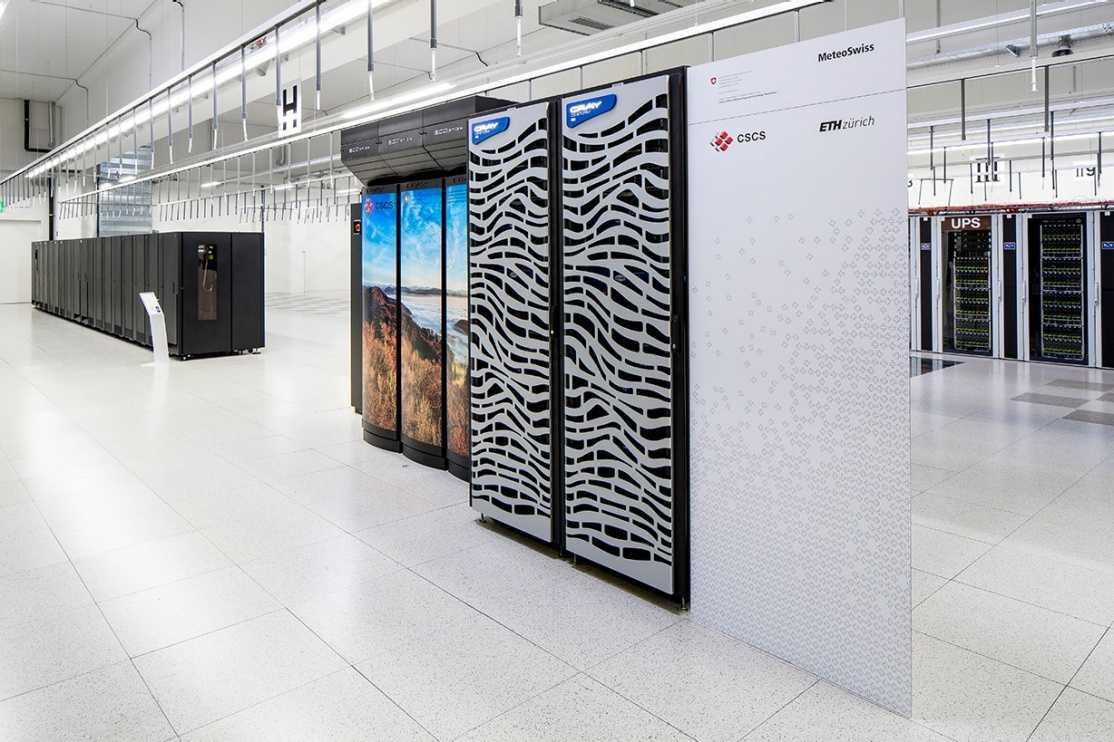 """Die zwei Cray-CS-Storm-Serverschränke """"Kesch"""" und """"Es-cha"""""""