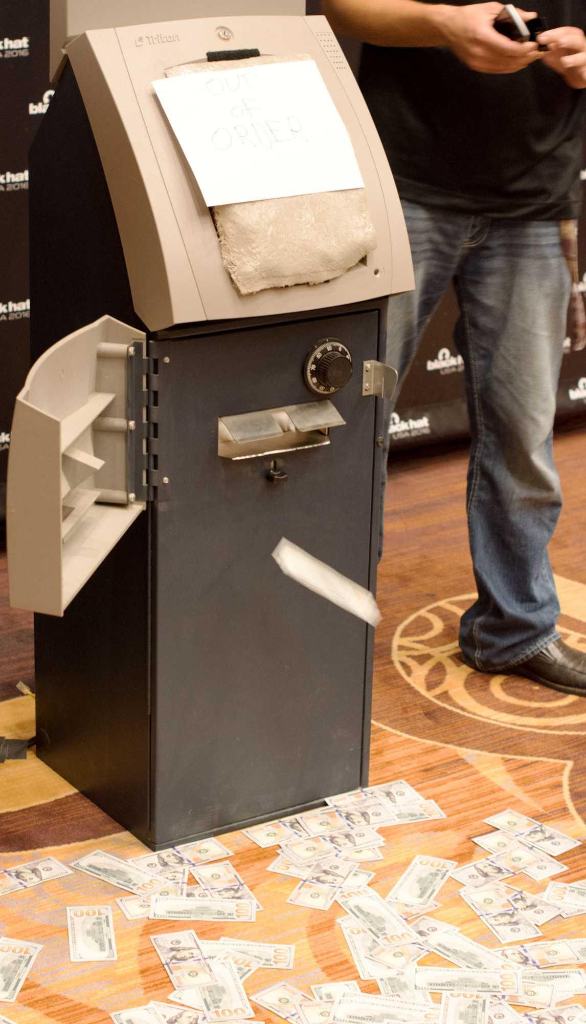 manipulierter Geldautomat