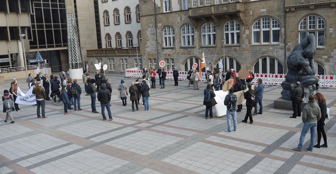 Die Teilnehmer wirkten schon ein wenig verloren in der Bielefelder Innenstadt.