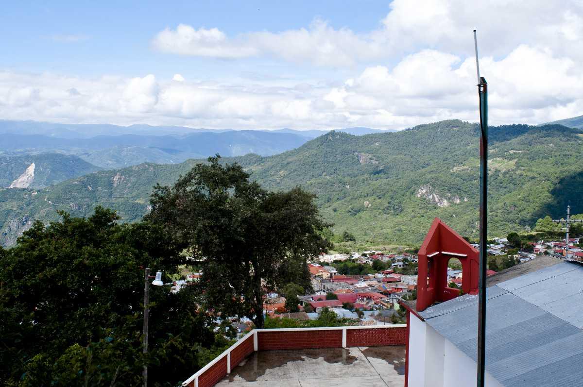 Die Berge der Sierra Norte de Oaxaca. Immer mehr Gemeinden dort bauen sich ihre eigenen GSM-Netze. Für Telekommunikationsunternehmen lohnen sich Investitionen in den abgelegenen Regionen nicht.