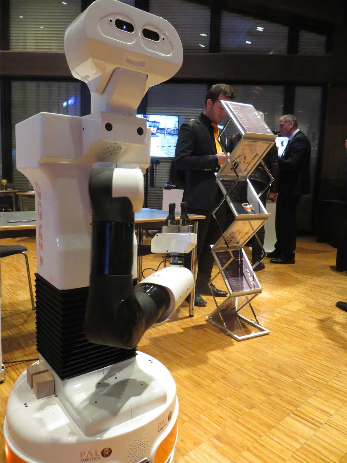 Im Ausstellungsbereich war ein Tiago-Roboter von Pal Robotics zu sehen.