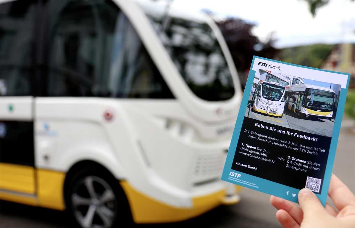 Fahrgäste wurden mit einem Flyer auf die Befragung aufmerksam gemacht.