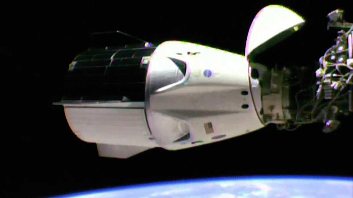 """Testflug erfolgreich: Privates Raumkapsel """"Crew Dragon"""" erreicht die ISS"""