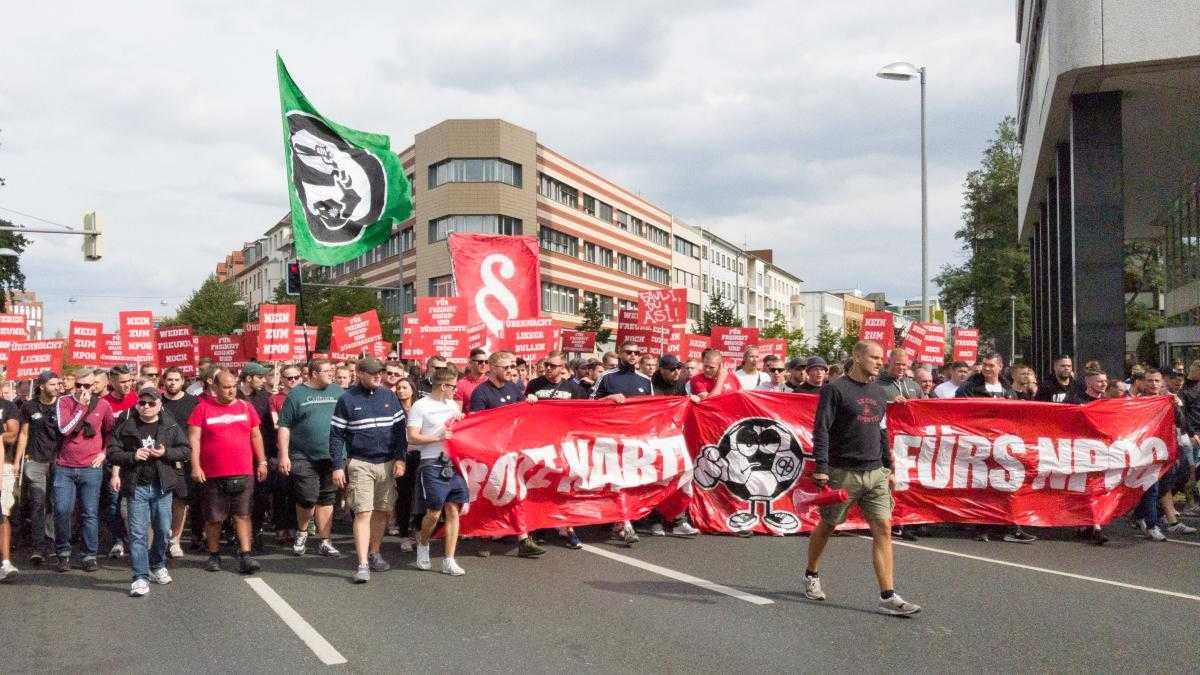 Demonstranten ziehen gegen geplantes Polizeigesetz durch Hannover