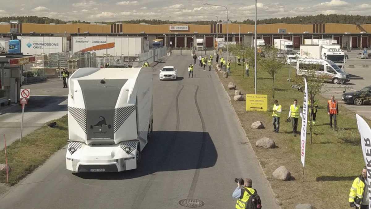 Lkw ohne Führerhaus: DB Schenkers autonomer Truck erstmals auf der Straße