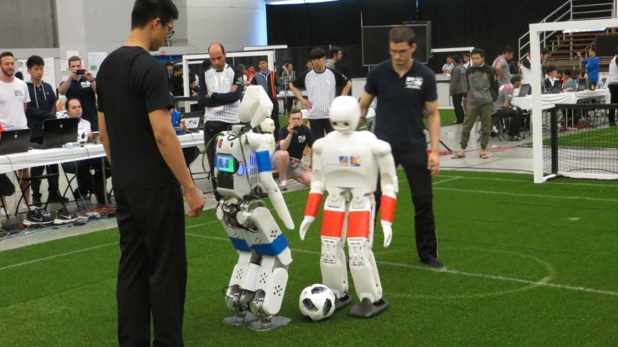 RoboCup-WM: Rettungsroboter im Schlafzimmer und Fußballroboter mit tauben Füßen