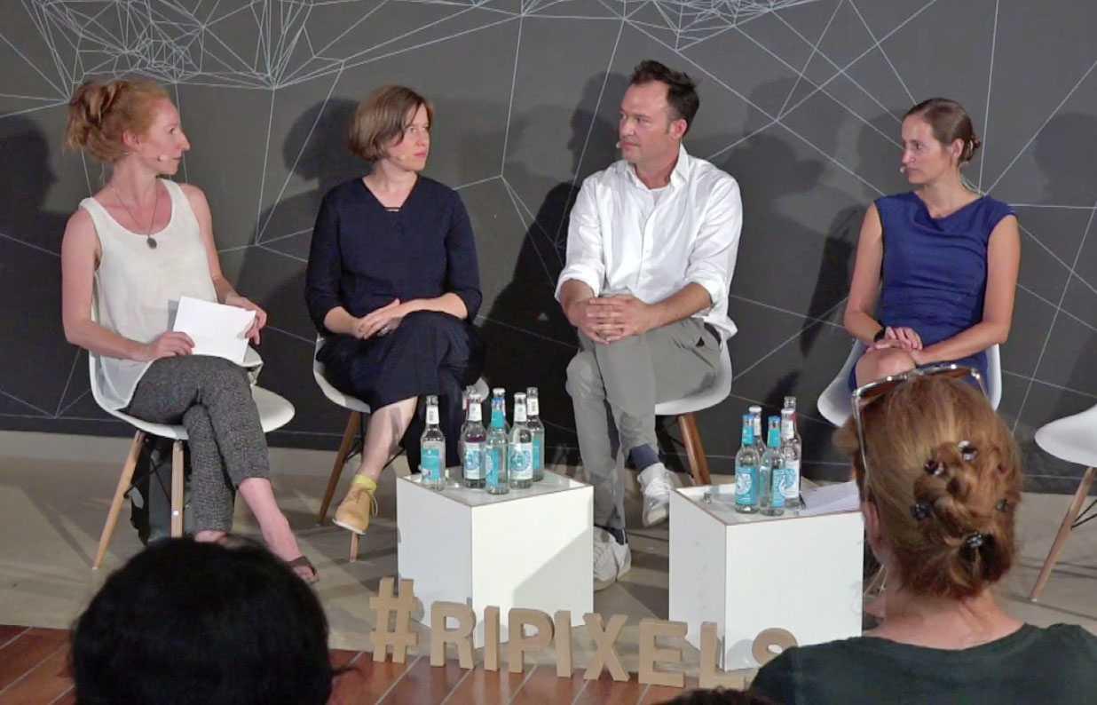 Moderatorin Teresa Sickert, Bestatterin Lea Gscheidel, Christopher Eiler (Columba) & Agnieszka Walorska (CreativeConstruction) (v.l.n.r.)