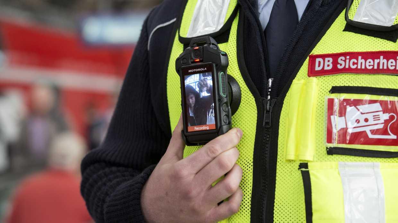 """Bodycams am Bahnhof: """"Runterfahren"""", wenn die Kamera läuft"""