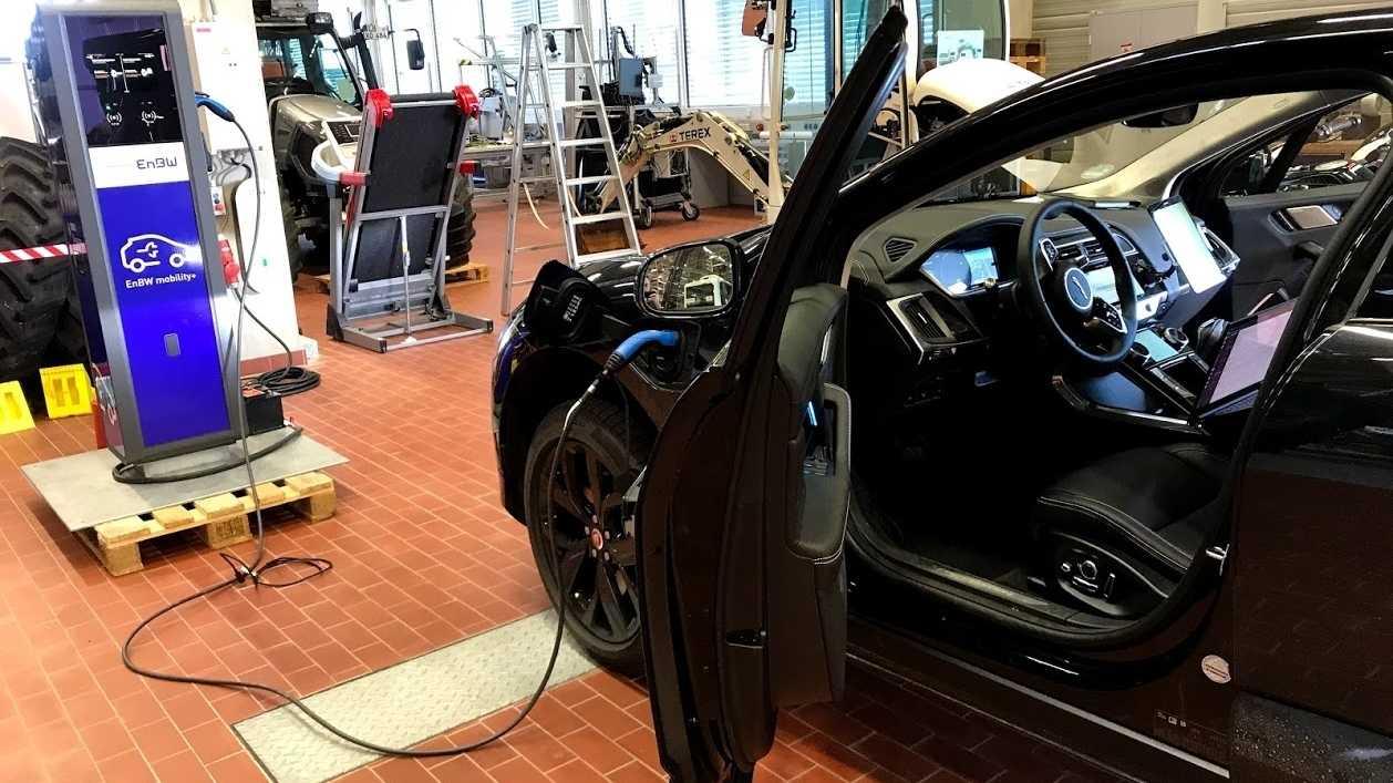 """Elektroautos: Bosch zeigt """"intelligente"""" Ladesäule"""