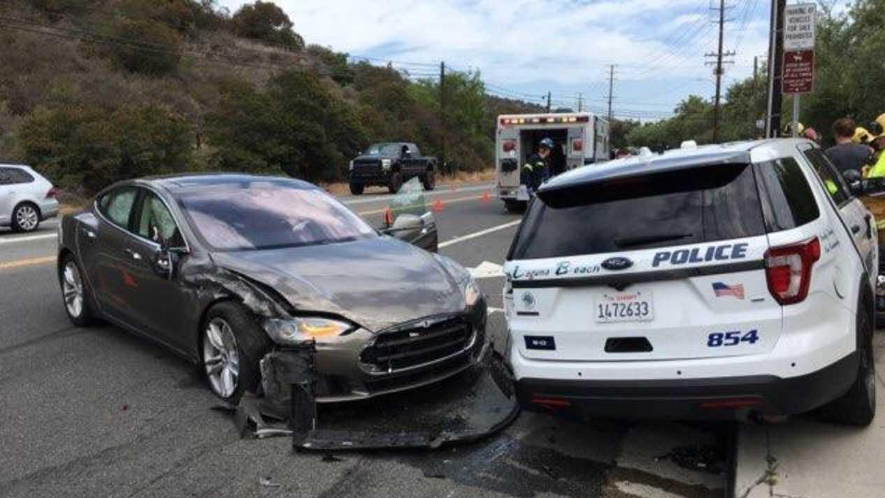 """Weiterer Tesla-Unfall mit eingeschaltetem Fahrassistenten """"Autopilot"""""""