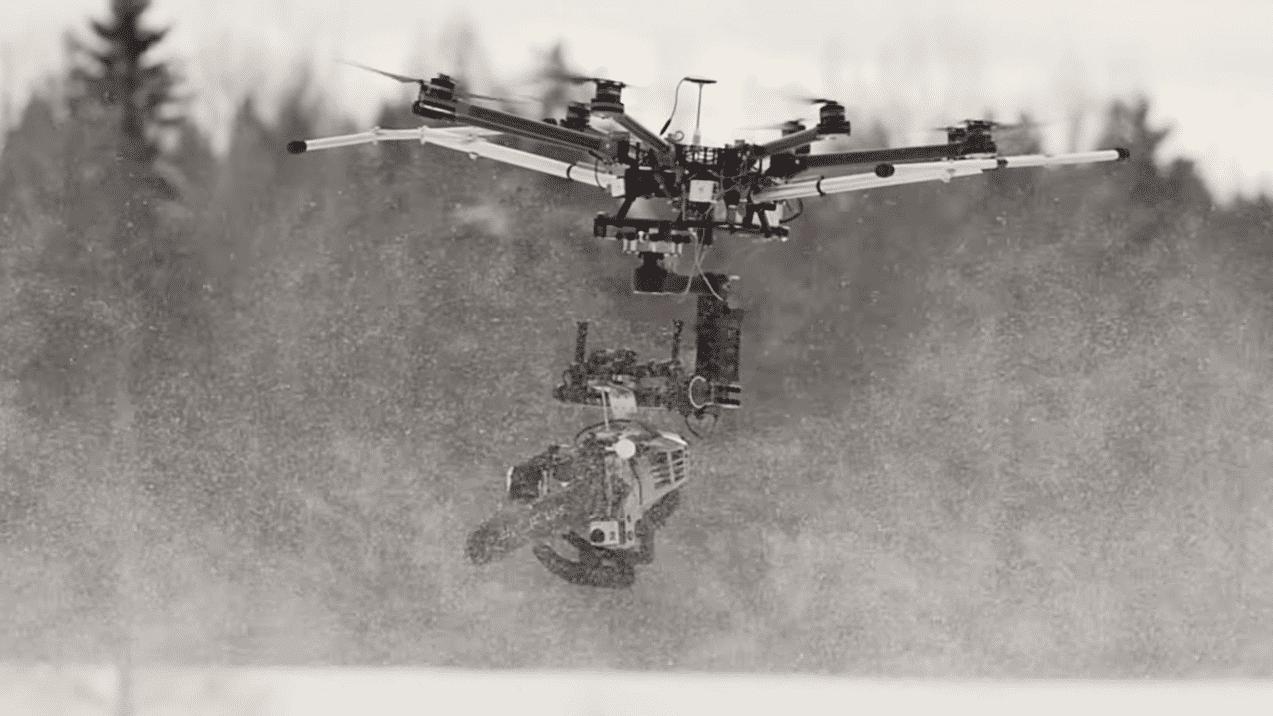 Finnen, die spinnen: Mit Drohne und Motorsäge auf Schneemannjagd