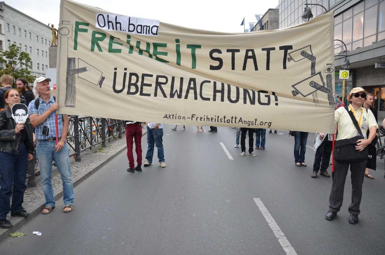 Auftakt zur Großdemo gegen den Überwachungsstaat in Berlin