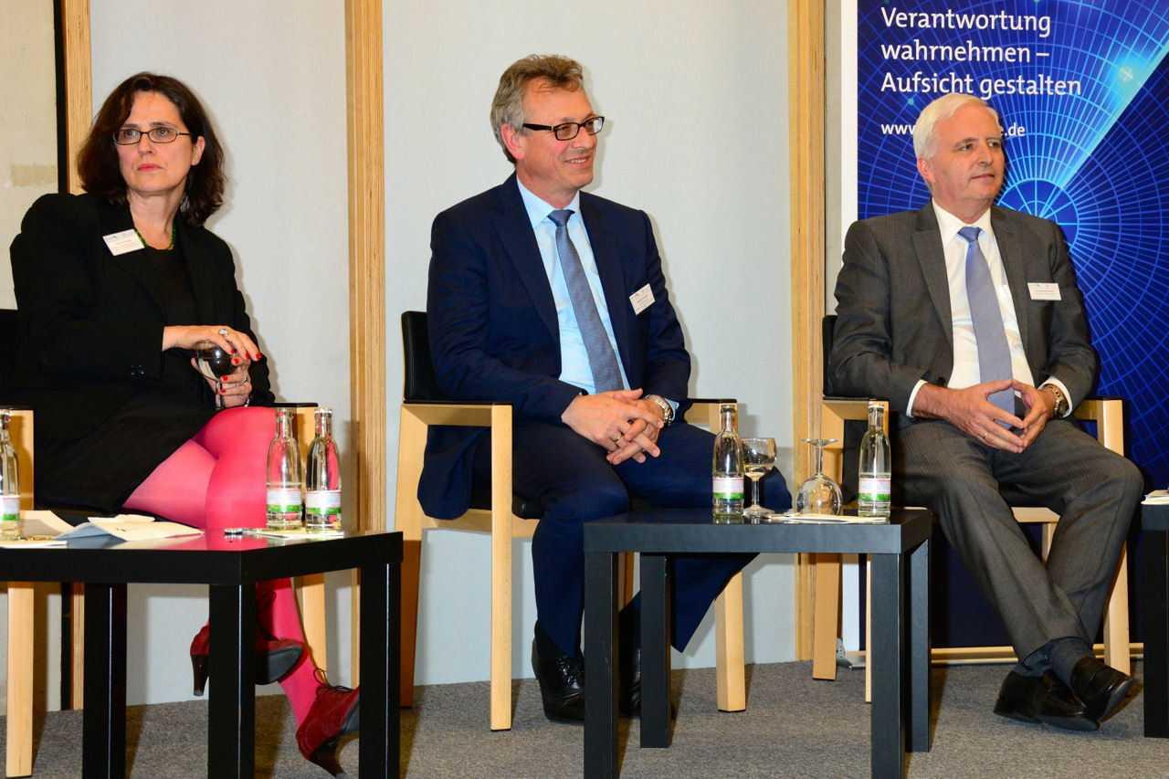 Regina  Käseberg von den Landesjugendbehörden,, Siegfried Schneider von der KJM und Harald Hamann aus der Staatskanzlei Rheinland-Pfalz (v.l.n.r.) waren sich einig, dass der Jugendschutz bei Internet-Zugängen vorangetrieben werden müsse