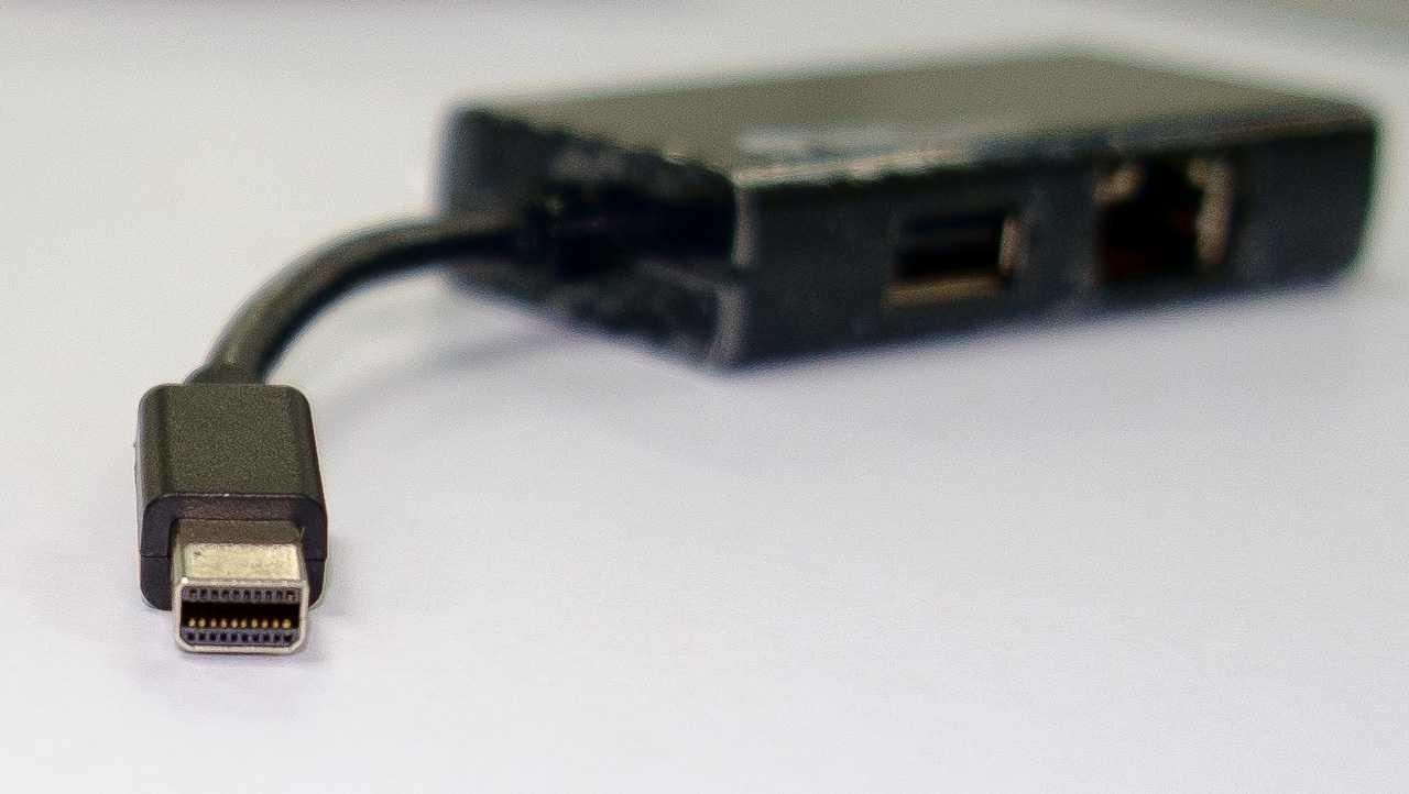 DockPort nutzt den gleichen Stecker wie Mini-DisplayPort mit 20 Pins, die Kabel müssen allerdings spezielle sein.
