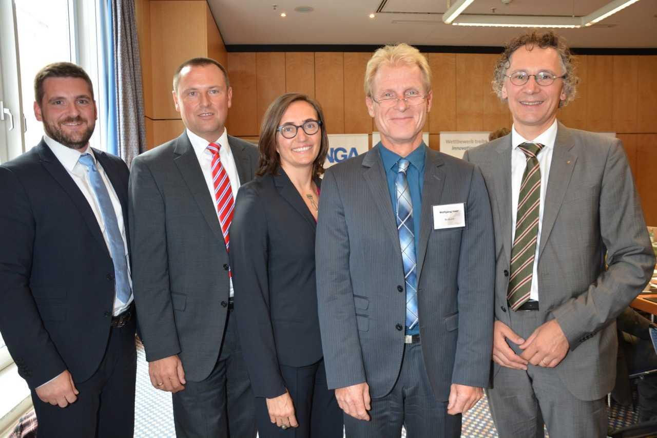 Gemeinsam für flächendeckende Gigabit-Anschllüsse innerhalb von zehn Jahren: Thosten Klein (VATM), Hartwig Tauber (FTTH Council Europe), Andrea Huber (Anga), Wolfang Heer (Buglas), Alfred Rauscher (Breko)
