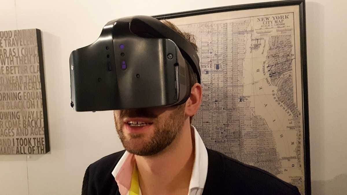 Kabellos und mit Inside-Out-Tracking: Intels VR-Headset Project Alloy ausprobiert